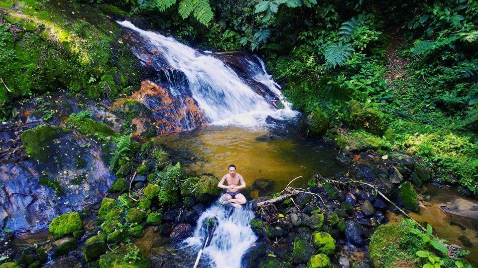 Cachoeira no interior da pousada